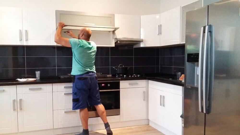 Instalace prvků kuchyně. Skvělá reference pro naše zákazníky.